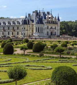 Paris: Full-Day Tour of Loire Valley Chateaux with Wine Tasting