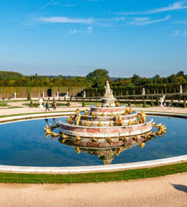 Paris: All Day Guided Tour of Palace, Gardens and Trianons of Versailles from Disneyland in a Small Group (Priority Access)