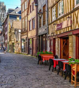 Paris: All Day Guided Visit to Rouen and Honfleur with Lunch in a Small Group