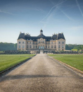 Paris: All Day Guided Visit of Vaux Vicomte and Fontainebleau