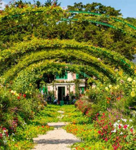 Paris: Guided Tour to Giverny Monet's gardens and Auvers sur Oise in a Small Group with Lunch