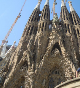Barcelona: Sagrada Familia and Torre Bellesguard Tour with Brunch