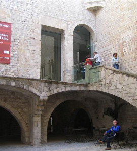 Barcelona: Picasso Museum and Other Landmarks Walking Tour with Optional Breakfast